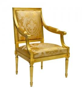 Un fauteuil Louis XVI en hêtre
