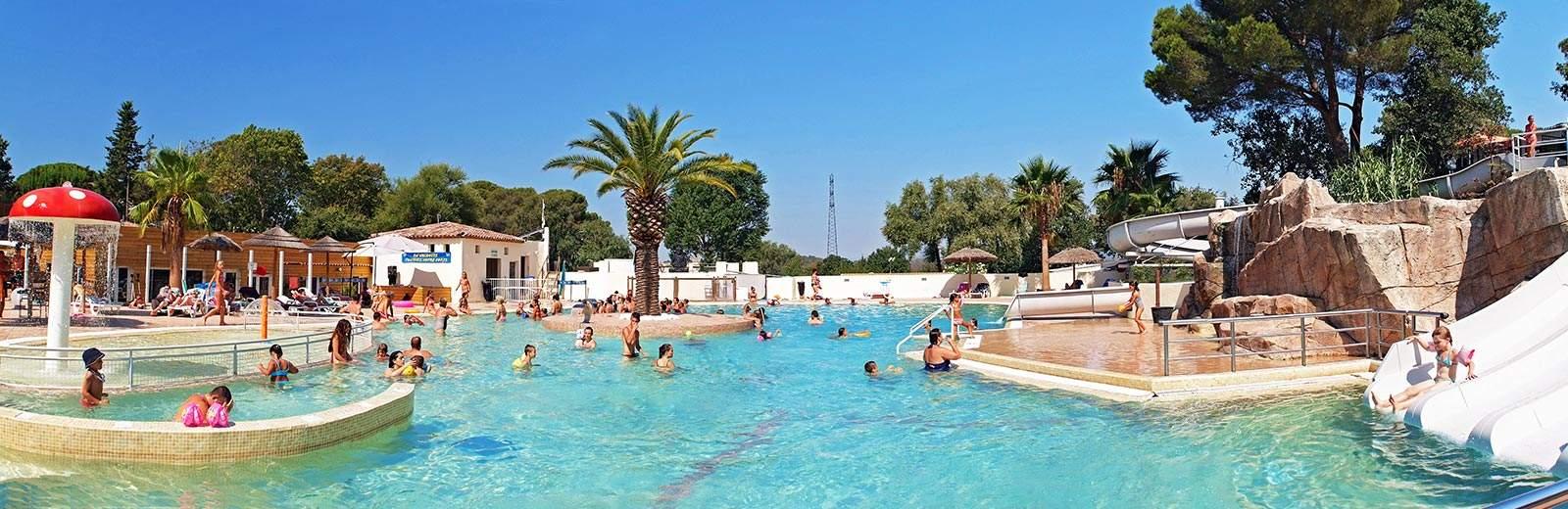 Avec un grand parc aquatique adapté aux enfants, le Site de Gorge Vent est idéal pour passer des vacances en famille